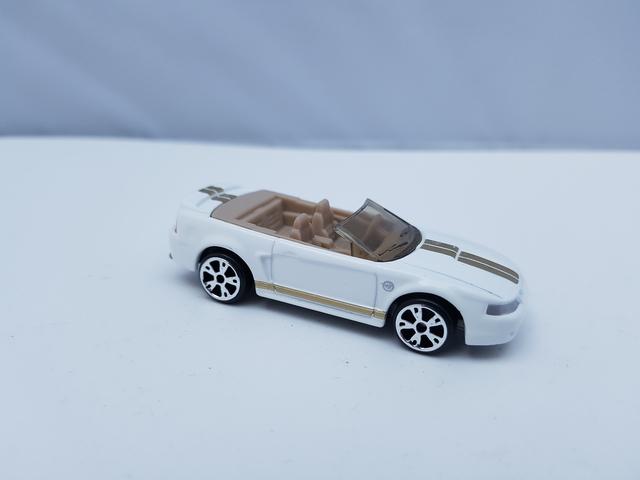 '99 Mustang [2374 EA] Matchbox – Mattel Inc. 1999