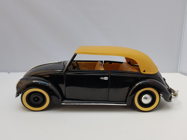 VW Coccinelle  – Echelle (Cabrio Black) – Solido